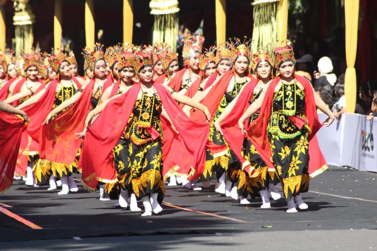 Yuk intip kemeriahan BEC , Banyuwangi Ethno Carnival disini.