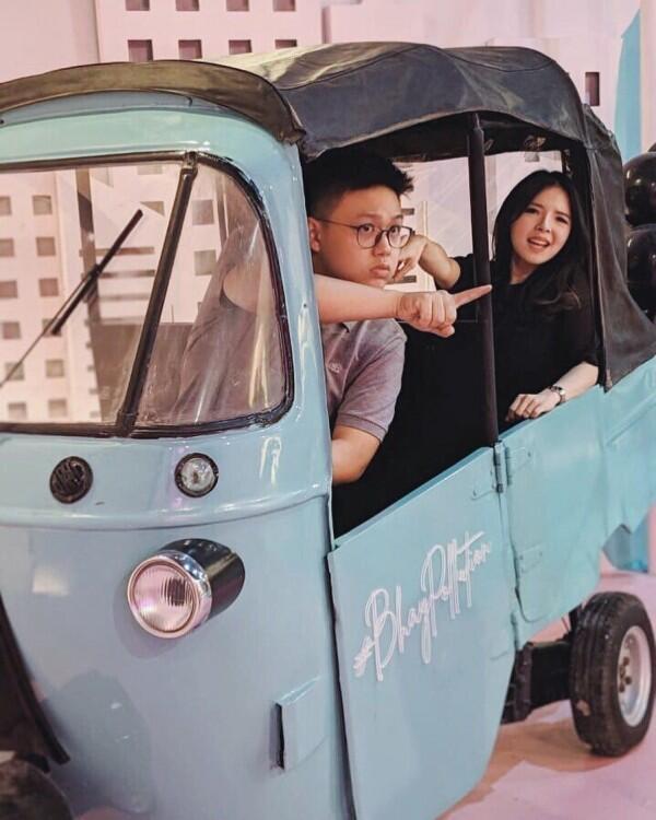 Segera Menikah, 10 Potret Mesra Food Vlogger Kenneth Chandra & Kekasih