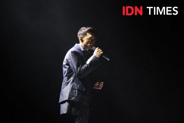 Rayakan 10 Tahun di Dunia Musik, 10 Keseruan Konser Dekade Afgan