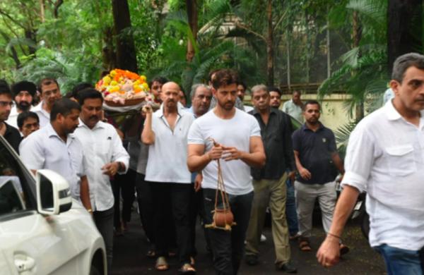10 Potret Duka Pemakaman Om Prakash, Aktor Senior Kakek Hrithik Roshan