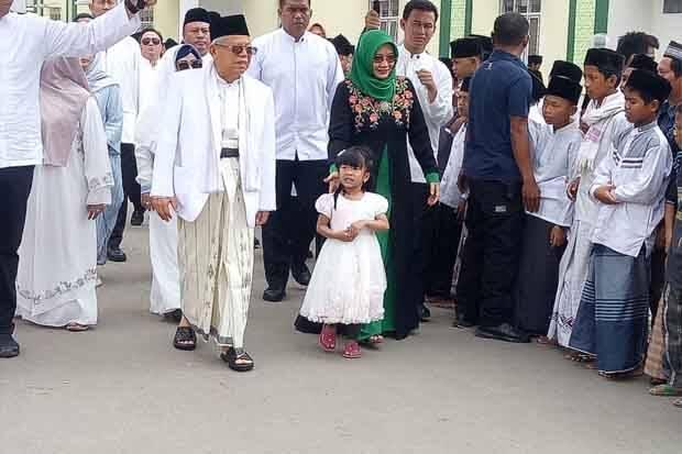 Ma'ruf Amin Rayakan Lebaran Haji Bersama Keluarga dan Santri di Serang