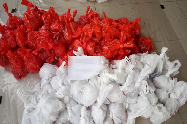 Penggunaan Kantong Plastik Masih Massif untuk Bungkus Daging Kurban