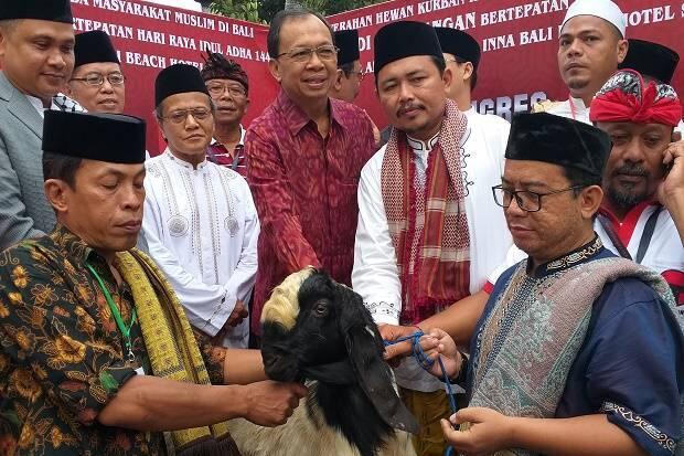 Toleransi Beragama, DPP PDIP Serahkan 30 Ekor Kambing Kurban untuk Warga Bali