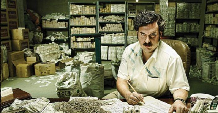 Demi Hangatkan Tubuh, Bos Narkoba Ini Bakar Uang 20 Milyar