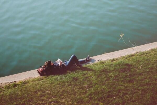 Bukan Jutek, Sedikit Bicara Justru Bisa Memberikan 6 Manfaat Ini
