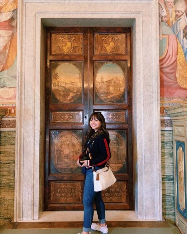 Rayakan Ultah ke-18, 10 Potret Cetar Amel Carla Liburan Keliling Eropa