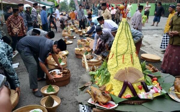 8 Tradisi Unik Perayaan Iduladha di Indonesia, Ada Pengantin Sapi lho