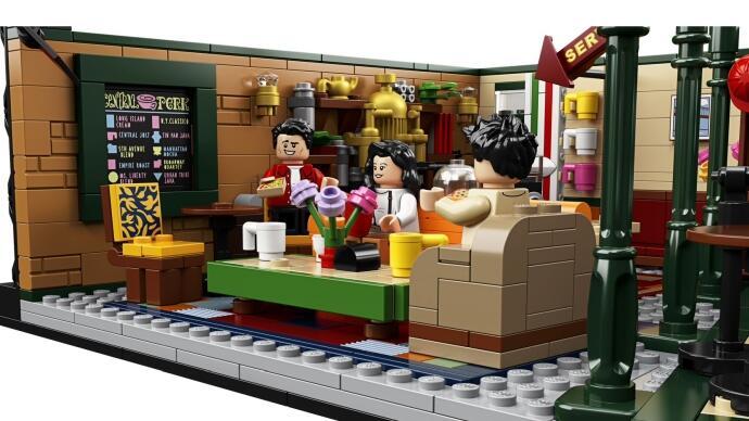 """Nostalgia dengan Set Lego """"Central Perk"""" Sekaligus Rayakan 25 Tahun Serial FRIENDS"""