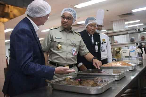 Anies Baswedan Tinjau Daging Kurban Siap Saji di Hotel Borobudur