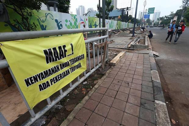 DKI Tindak Tegas Pemilik Utilitas Semrawut di Trotoar