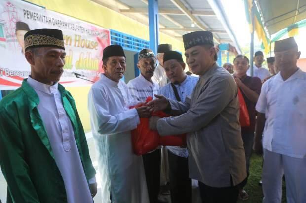 Open House Bupati Halmahera Barat Berlangsung Meriah