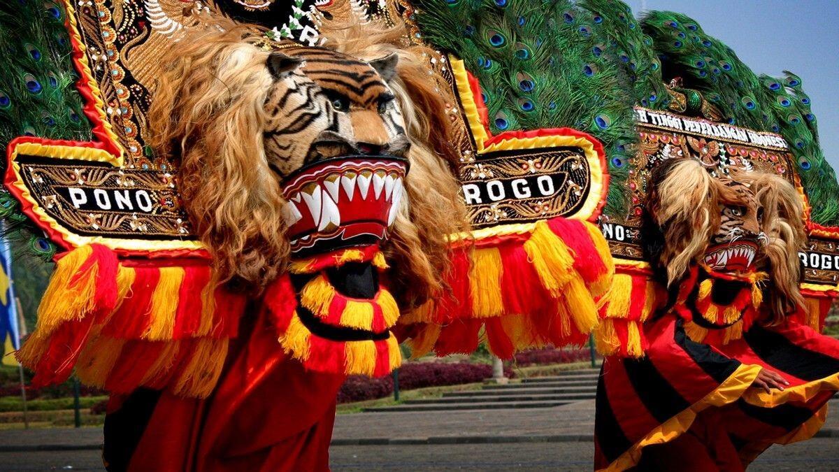Turis aja bangga sama wisata dan budaya Indonesia, masa kita engga ?