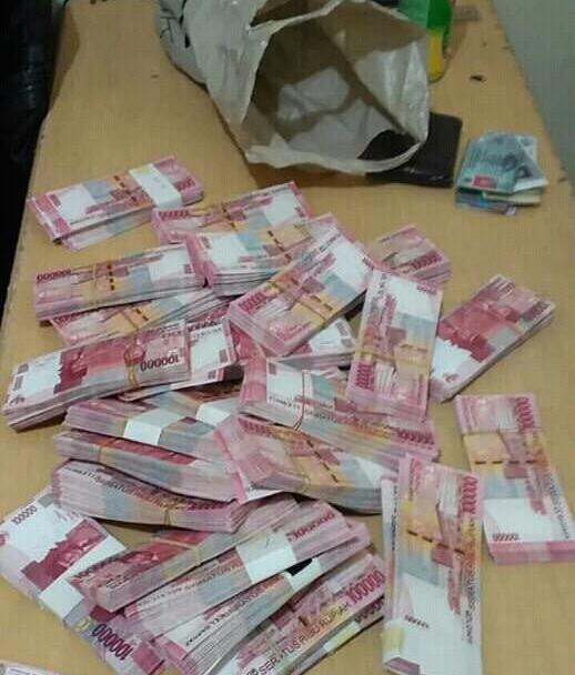 Kenalkanlah , Saya Uang