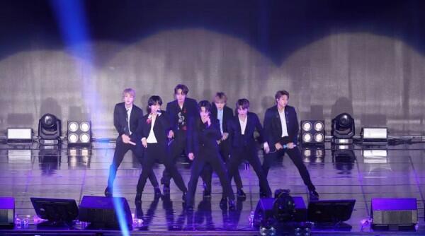 10 Potret Aksi Panggung BTS Tampil di LDF Family Concert 2019, Meriah!