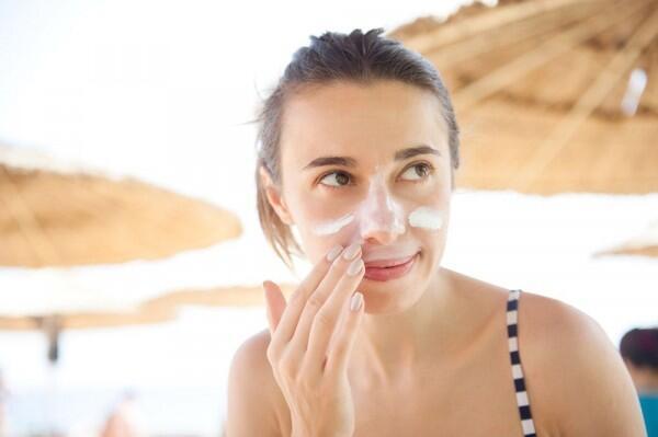 7 Skincare Rutin Terbaik bagi Kamu yang Berusia 20an, Mudah Diterapkan