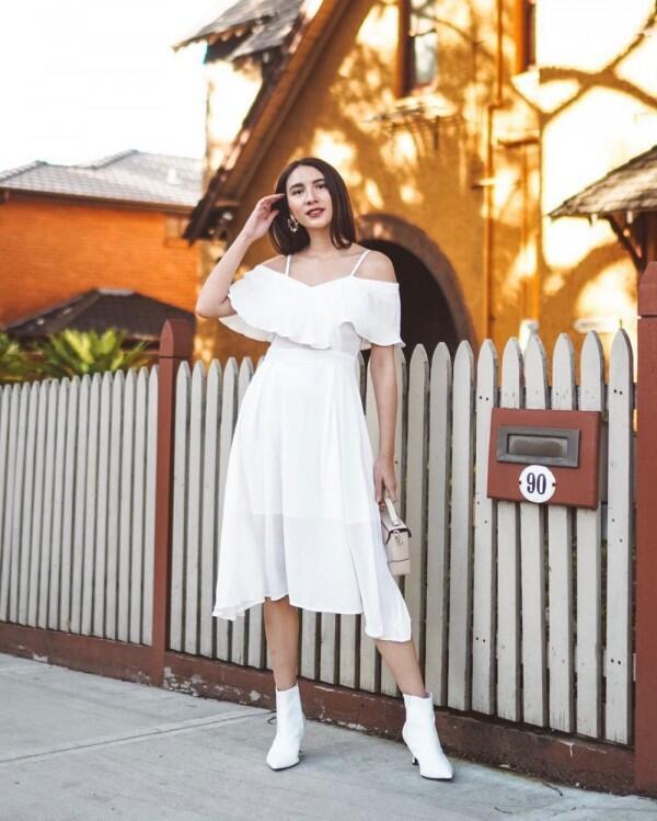 10 Ide Mix and Match Outfit Serba Putih untuk Gaya Minimalis nan Chic