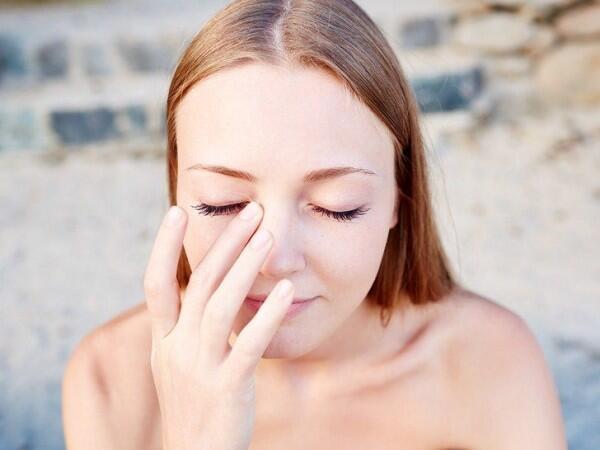 Kulit Tetap Rileks, Ini 5 Tips Makeup untuk Pemilik Kulit Sensitif!