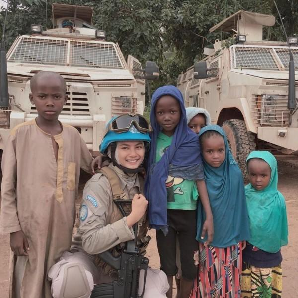 10 Fakta Briptu Hikma Nur Syafa Polwan Tangguh yang Bertugas di Afrika