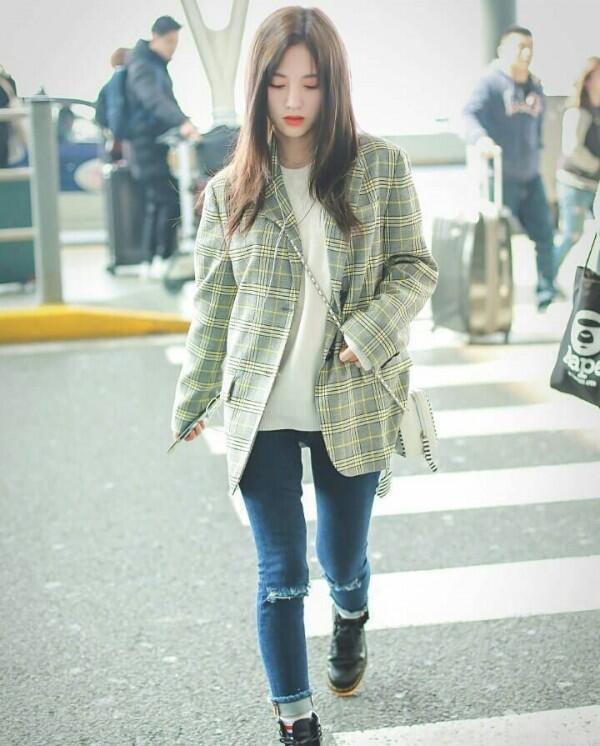 10 Inspirasi Outfit Simpel ala Ju Jingyi, Mantan Idol SNH48