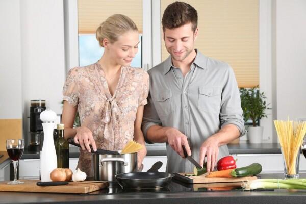 5 Alasan Pria Tak Membantu Pasangannya di Rumah, Gak untuk Dicontoh!