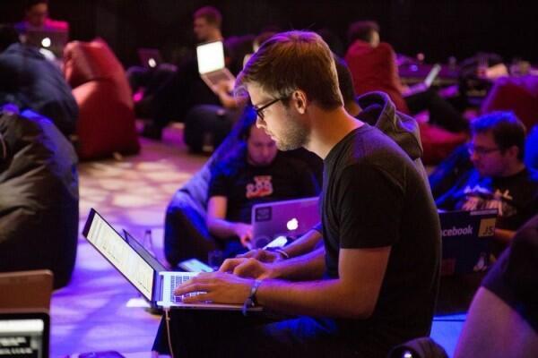 5 Tips Menjaga Keyboard Laptop Agar Tetap Awet