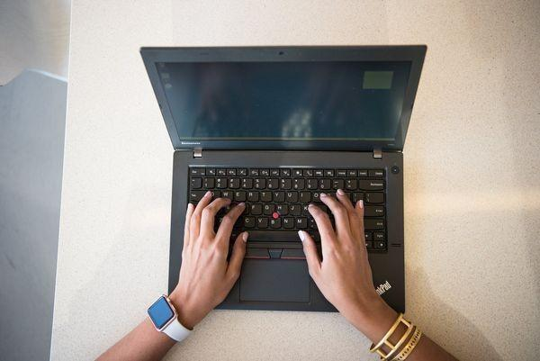 7 Tips Membeli Laptop Bekas Lelang, Dijamin Untung