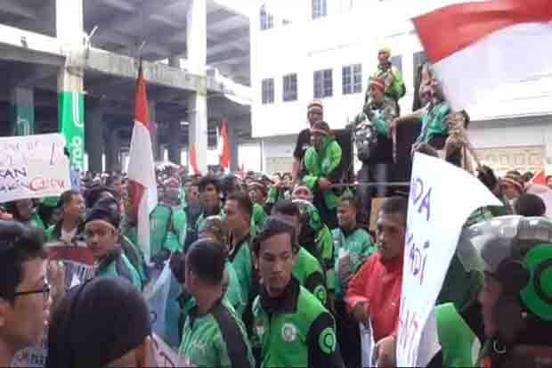 Orderan Sepi, Driver Gojek Demo Kantor Perwakilan di Medan