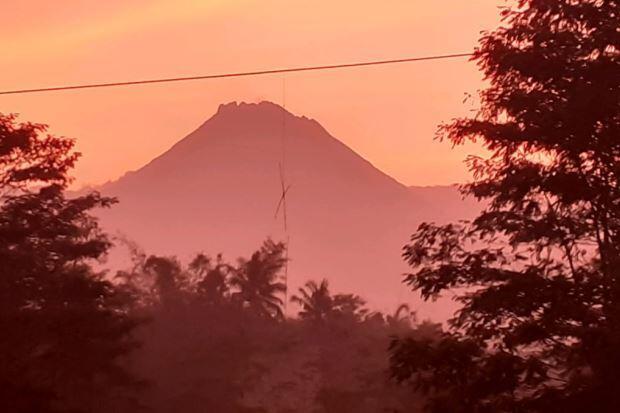 Status Waspada, Gunung Merapi Muntahkan Lava Pijar Sejauh 550 Meter
