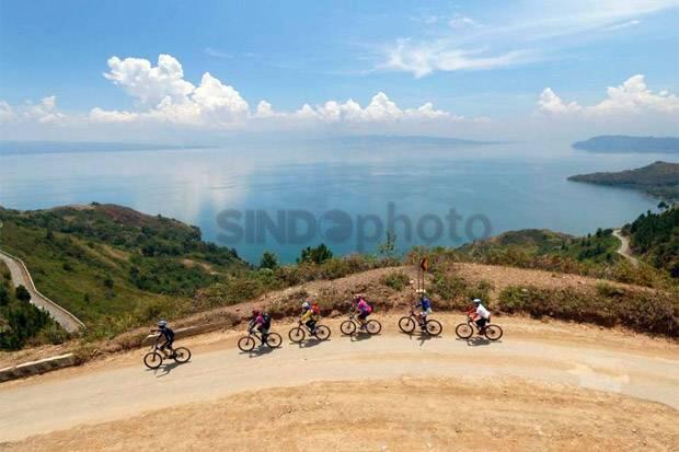 Tingkatkan Pariwisata Danau Toba, Luhut Ingin Grab Siapkan Paket Wisata