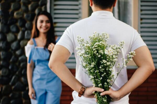 6 Tips Menjaga Hubungan Tetap Romantis Meski LDR dan Harus Berjauhan