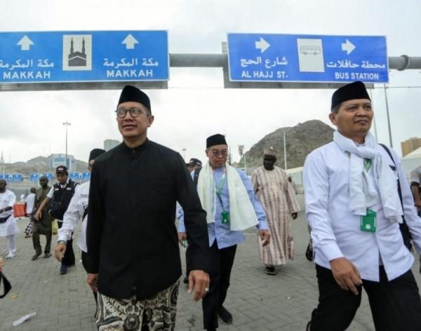 Hujan Deras dan Banjir di Mina, Jemaah Haji Salat Mohon Perlindungan