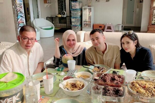 Menikah Sejak 2017, Ini 10 Momen Kebersamaan Rieta Amilia dan Suami