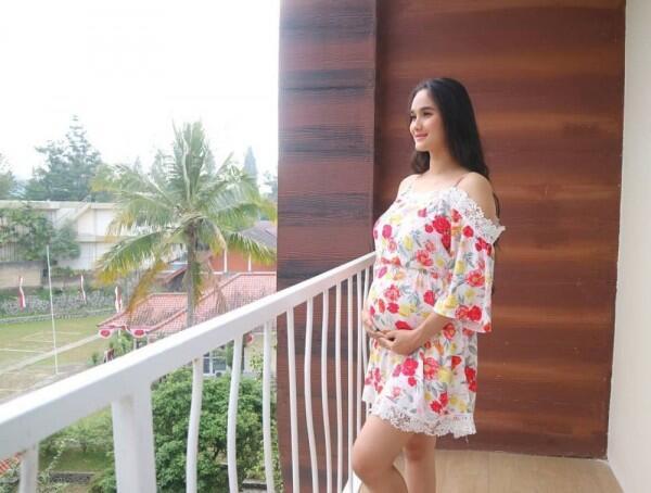 10 Potret Kehamilan Kedua Faby Marcelia, Si Cucu di Dunia Terbalik