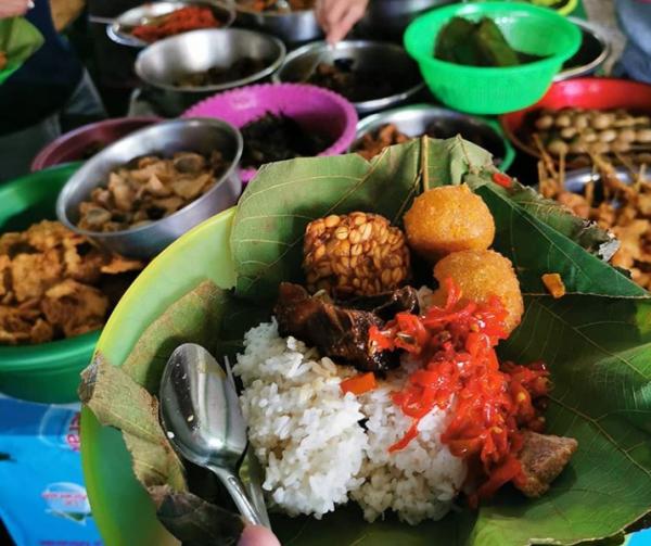 5 Kedai Nasi Jamblang Paling Diburu di Cirebon, Harus Siap Antre