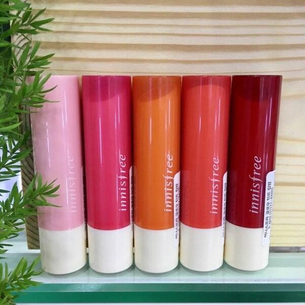 5 Rekomendasi Lip Tint Warna Orange yang Bikin Wajah Terlihat Segar!