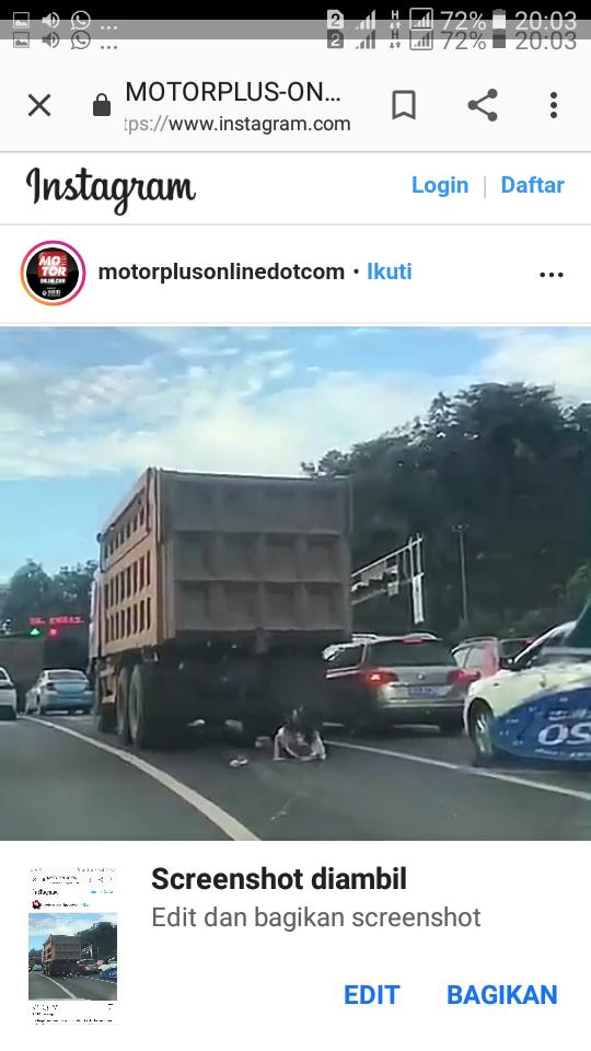 Viral Video Wanita Tertabrak Truk Ternyata Selamat dan Bisa Bangun, Motornya Hancur!