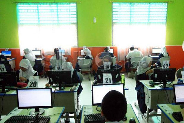 Puluhan Pelajar Penyandang Disabilitas Diberikan Pelatihan Komputer