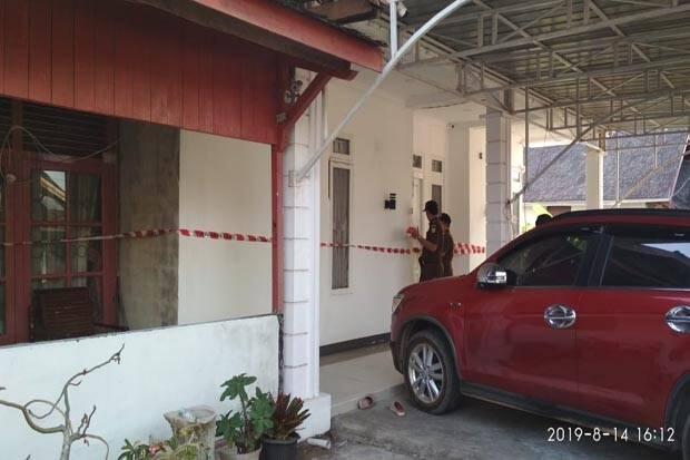 Jaksa Geledah Ruang Kerja dan Segel Rumah Ketua DPRD Ketapang