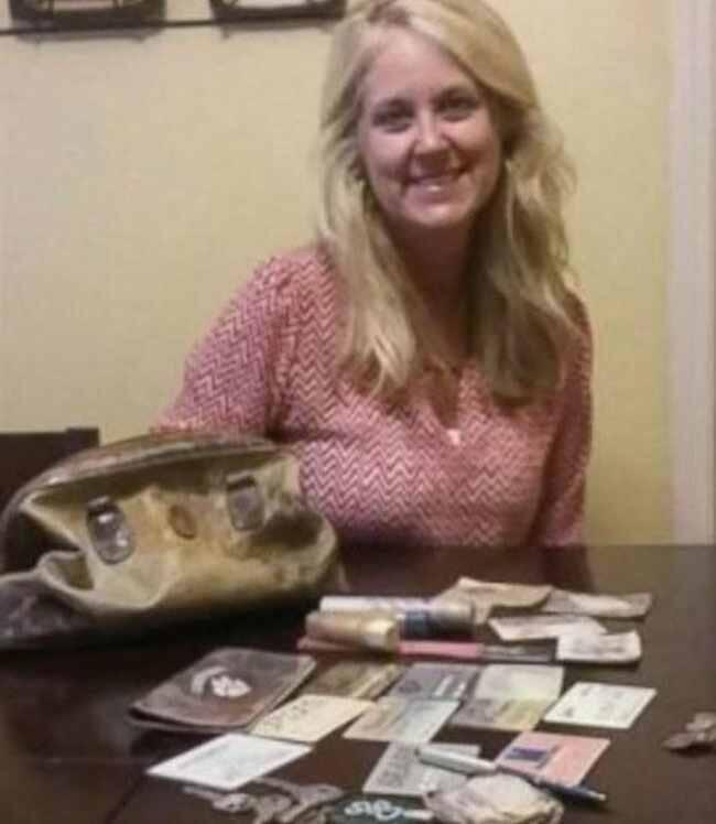 Puluhan Tahun Hilang, Tas Ini Balik Lagi Kepada Pemiliknya