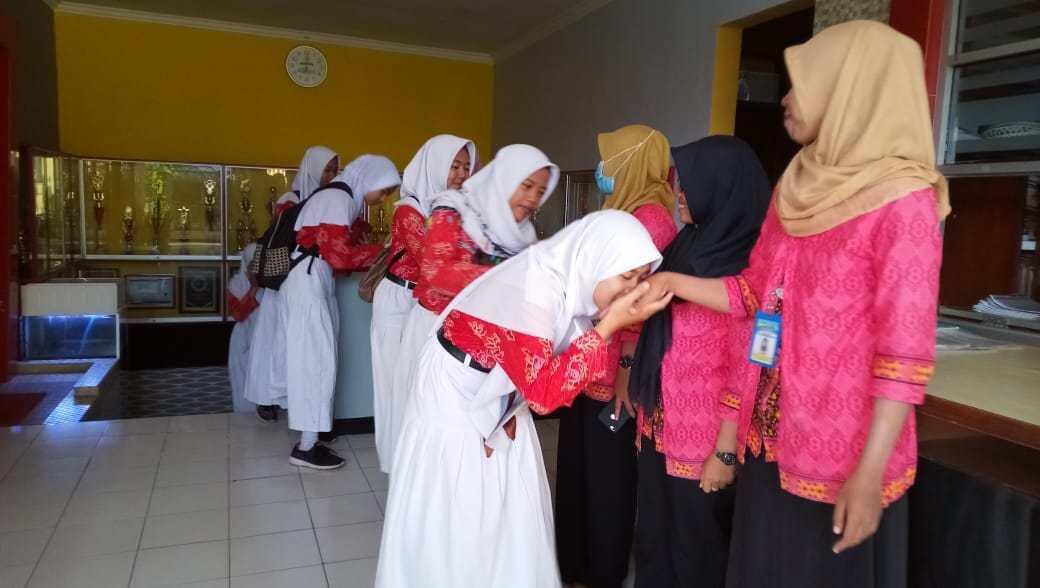 Kunci Pendidikan Anak Indonesia Itu Adalah Moral & Akhlak, Titik!
