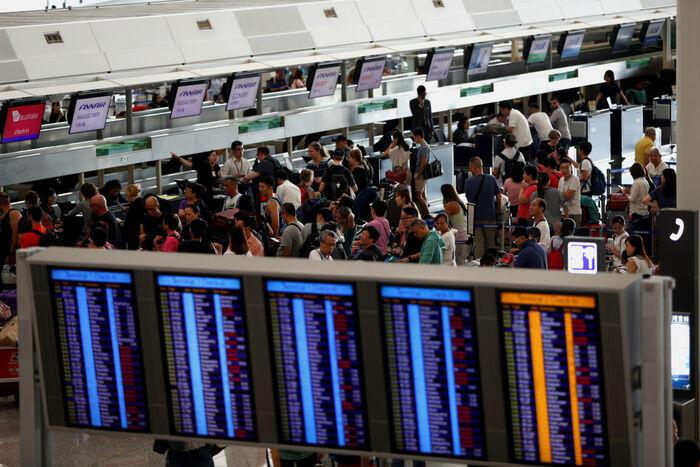 Bandara Hong Kong kembali beroperasi