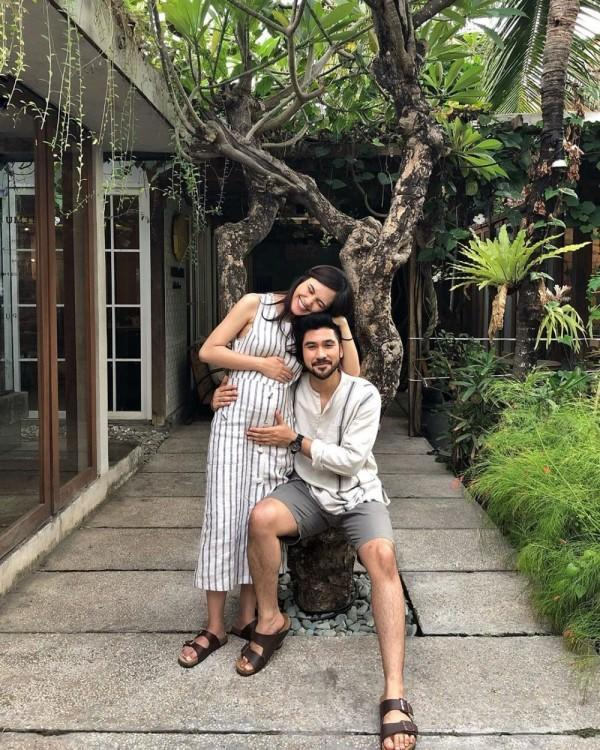 Hamil Anak Pertama, 10 Pesona Annissa Soebandono yang Makin Anggun