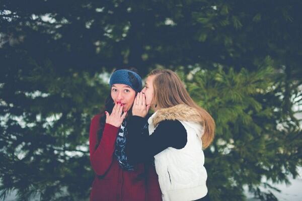 5 Hal Ini Bikin Kamu Dikelilingi Teman Bermuka Dua, Segera Sadari!