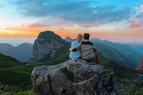 Belum Lama Kenal, tapi Mantap Menikah? Ini 5 Hal Positifnya