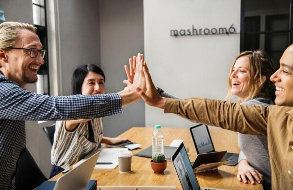 6 Tips Biar Bisa Percaya Diri di Lingkungan Kerja yang Baru