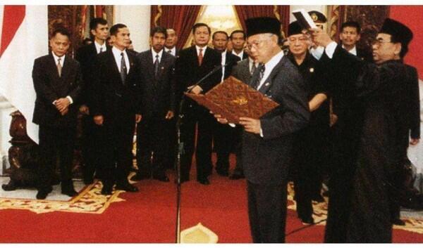 7 Peristiwa dalam Perkembangan Politik-Ekonomi Indonesia