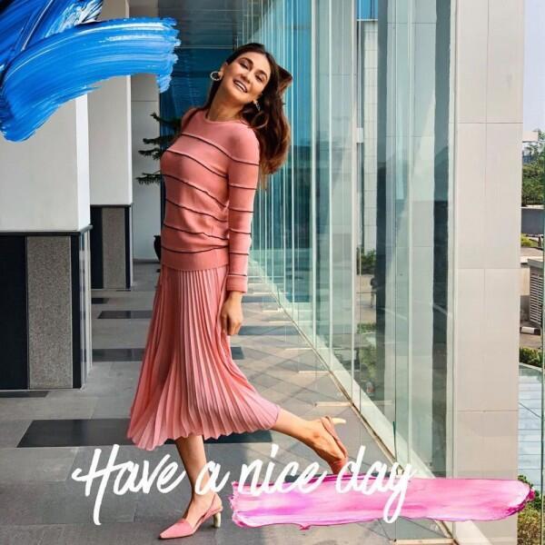 9 Inspirasi Street Style Luna Maya, Cocok untuk Cewek Bertubuh Jenjang