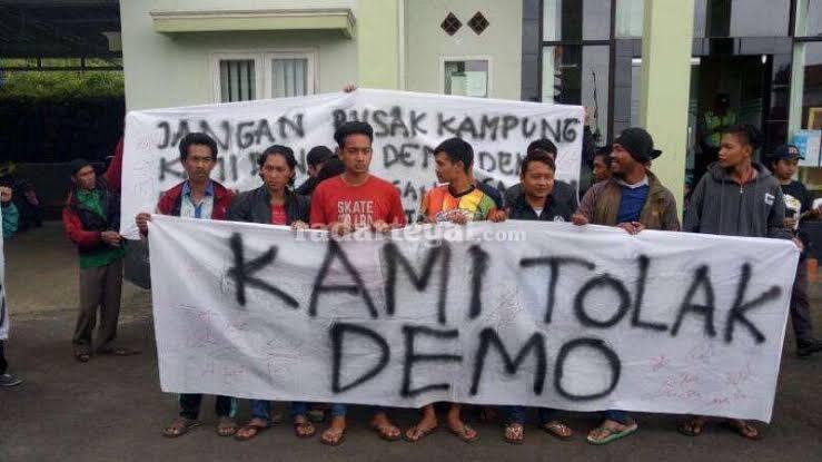 Menolak demo dengan demonstrasi atau unjuk rasa