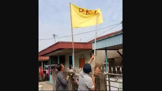 Gilanya Kambuh, Sihidin Kibarkan Bendera PKI di Depan Rumah saat HUT RI