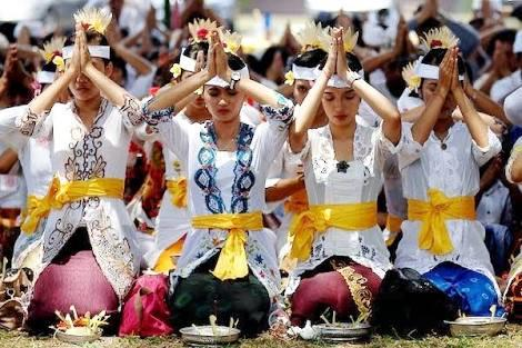 Kebaya Sebagai Pakaian Perempuan Indonesia